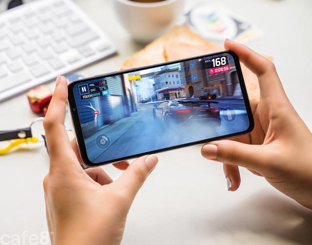 Vingroup công bố dòng điện thoại Vsmart thế hệ 2 - Ảnh 2.