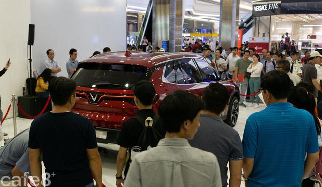 Báo Trung Quốc: Việt Nam tăng vọt nhập ô tô ngoại, liệu thương hiệu Vinfast có thể cất cánh? - Ảnh 1.