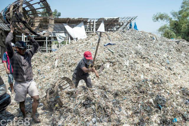 Tạo ra mức thu nhập không tưởng, ngôi làng nghèo coi rác là 'kho báu', mỗi tháng nhập 35.000 tấn - Ảnh 2.