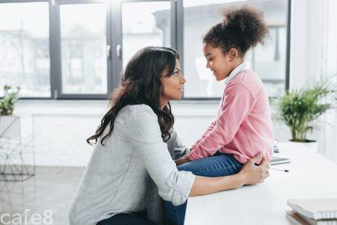 """Cha mẹ """"thuộc nằm lòng"""" 9 mẫu câu này sẽ giúp con lớn lên trở thành người biết tiến lùi, """"gặp nguy không biến"""" - Ảnh 1."""