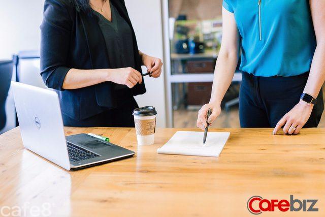 Sếp thích kiểu nhân viên khéo đưa đẩy hay kiểu nhân viên thật thà hơn? Câu trả lời khá bất ngờ - Ảnh 1.