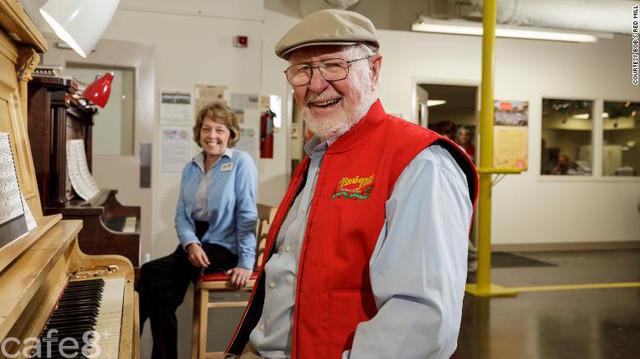 Bí quyết để vẫn hạnh phúc đi làm hàng ngày ở tuổi 90 của nhà sáng lập công ty triệu USD: Hãy làm việc mình thích và chia sẻ sự giàu có với các nhân viên! - Ảnh 3.
