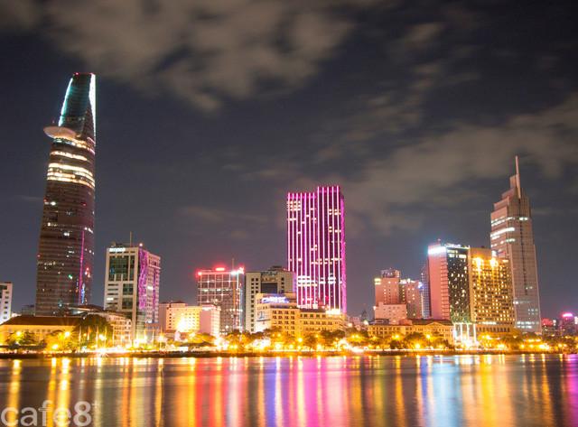 Tăng trưởng kinh tế 7%, đường đua F1 và xe VinFast gây ấn tượng với nhà đài Thụy Sỹ trong chương trình đặc biệt về Việt Nam - Ảnh 1.